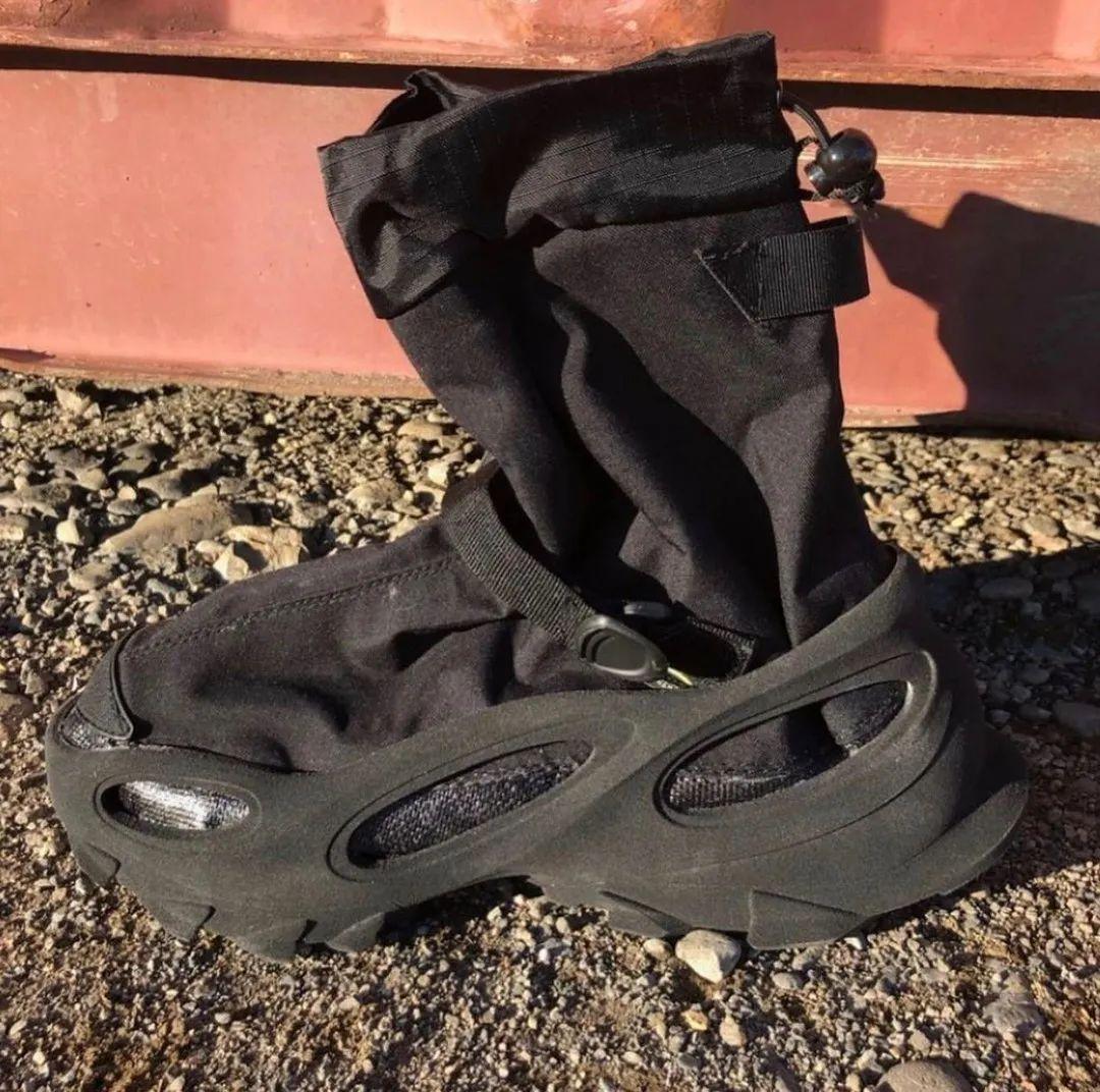 侃爷玩机能了!全新 Yeezy 「袜套洞洞鞋」曝光!