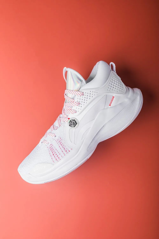 李宁推出首款CJ·麦科勒姆首款个人签名鞋