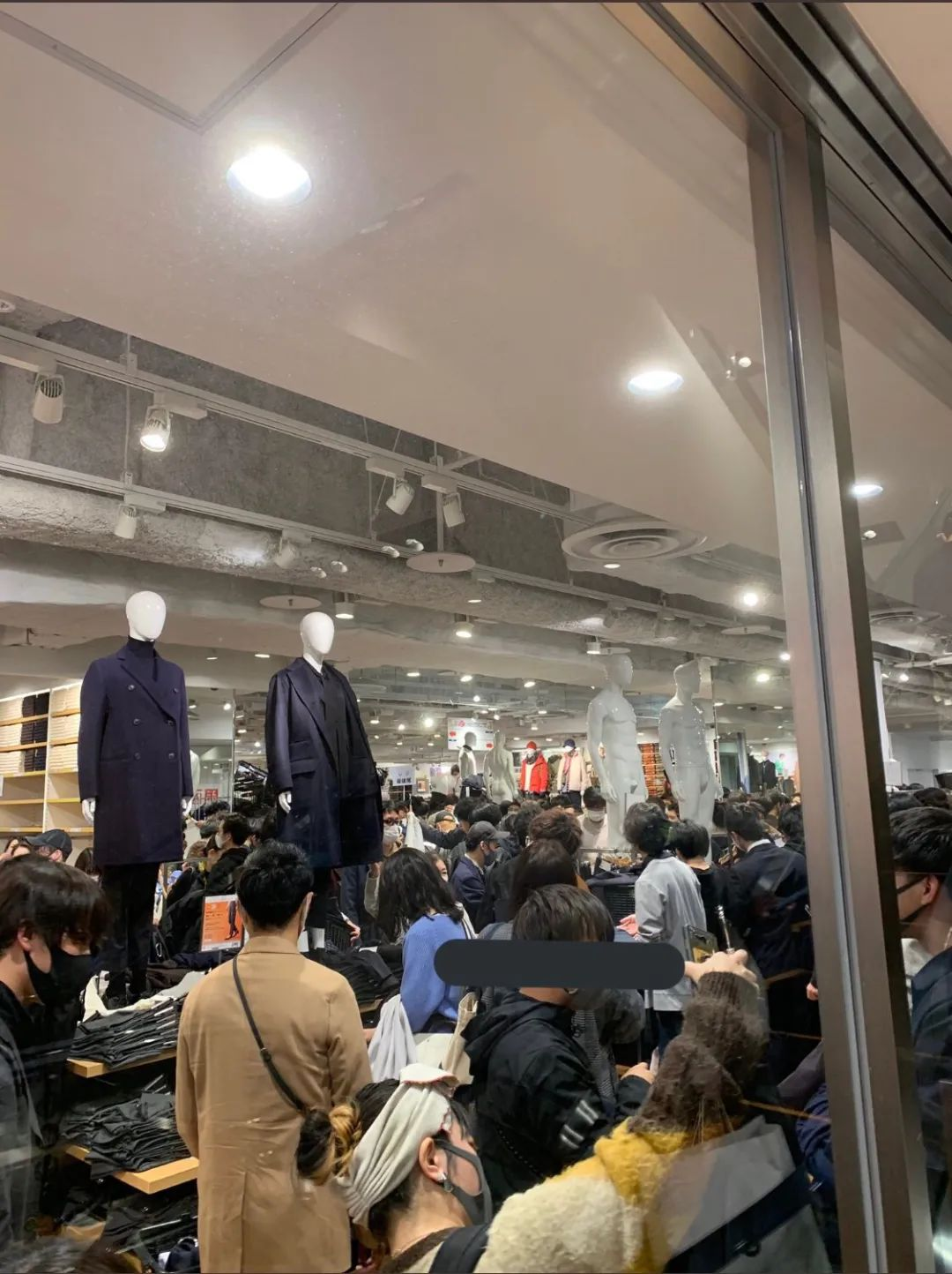 日本优衣库引全民疯狂抢购, 打架! 扒衣服!素质再创新低!