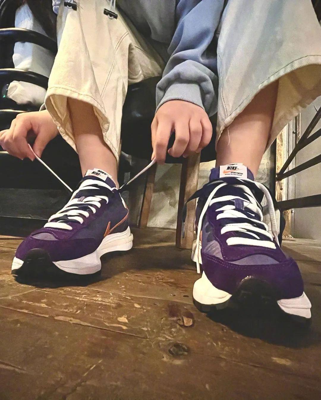 "Sacai x Nike VaporWaffle 新配色""Dark Iris""曝光"